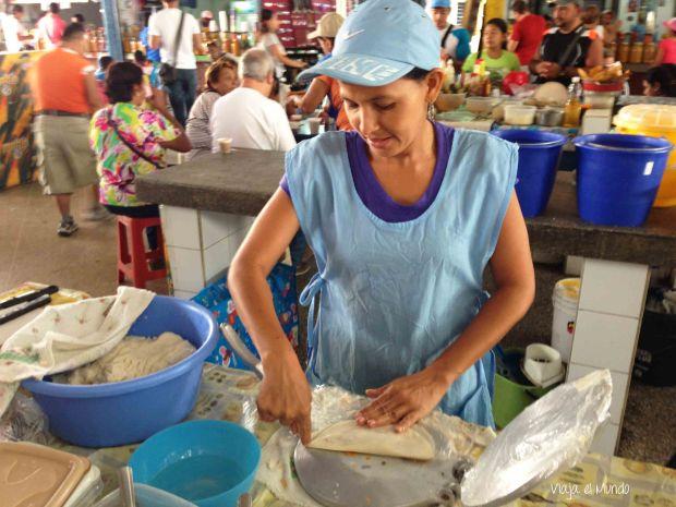 El mercado de Conejeros, tempranito, lleno de empanadas