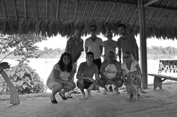 La familia holandesa y yo, en la comunidad de Nichare. Ahora somos buenos amigos.