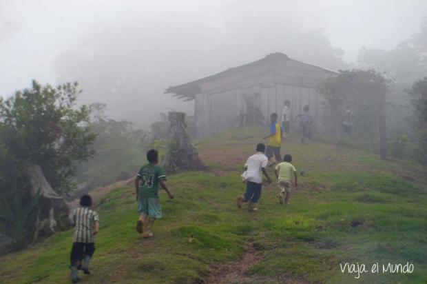 El fútbol y el frío de Santa Lucía de Coronayi