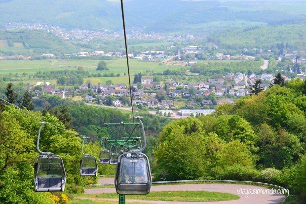 El teleférico deja ver los viñedos y Saarburg entero