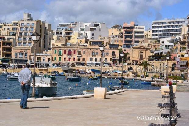 Spinola Bay en St. Julians; Malta