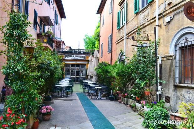 En una callecita de Pisa, Italia