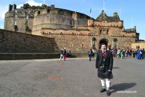 Benjamín, de Conociendo Escocia, da tours en español por Edimburgo así de elegantísimo como lo ven