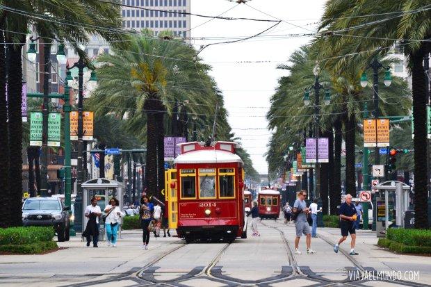 Todo confluye en la calle Canal con el ir y venir de sus tranvías