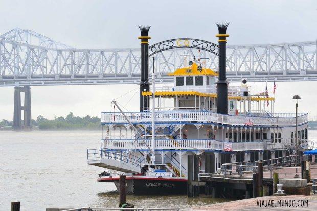 Barcos a vapor cruzan el Mississippi