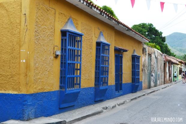 Entre las fachadas coloridas de Puerto Colombia