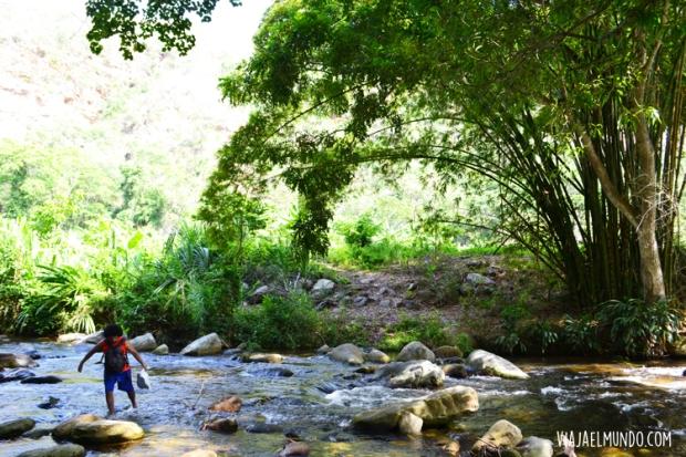 Y empiezas a cruzar el río y buscar camino