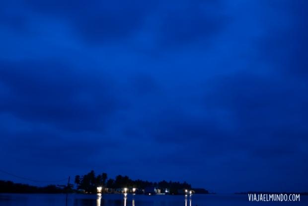 Los relámpagos iluminan la noche