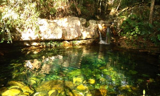 Loquinhas: pozos de agua con cascadas que cuando recibe rayos de luz el agua se torna verde esmeralda, color de sanación