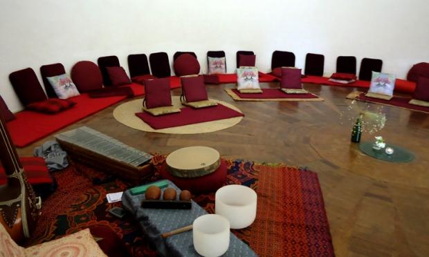 """""""La gota"""", un espacio de música y silencio dedicado a escuchar y vivenciar trabajos de armonización a través de la vibración de diferentes instrumentos"""