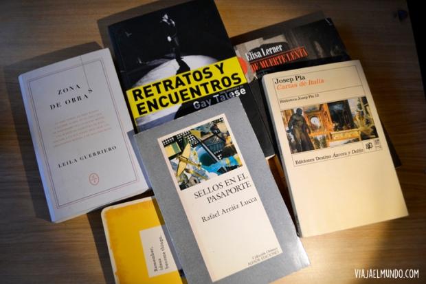 Algunos de los libros por los que me paseo estos días