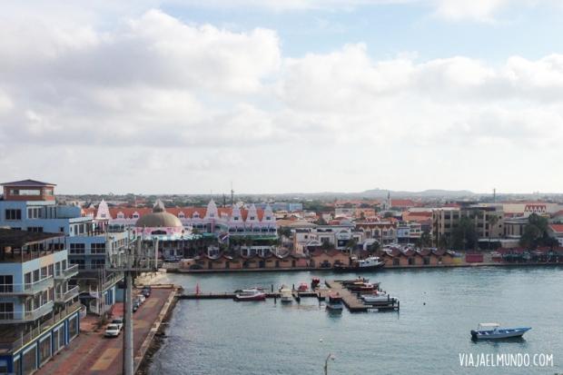 Aruba, vista desde una de las cubiertas del Monarch de Pullmantur